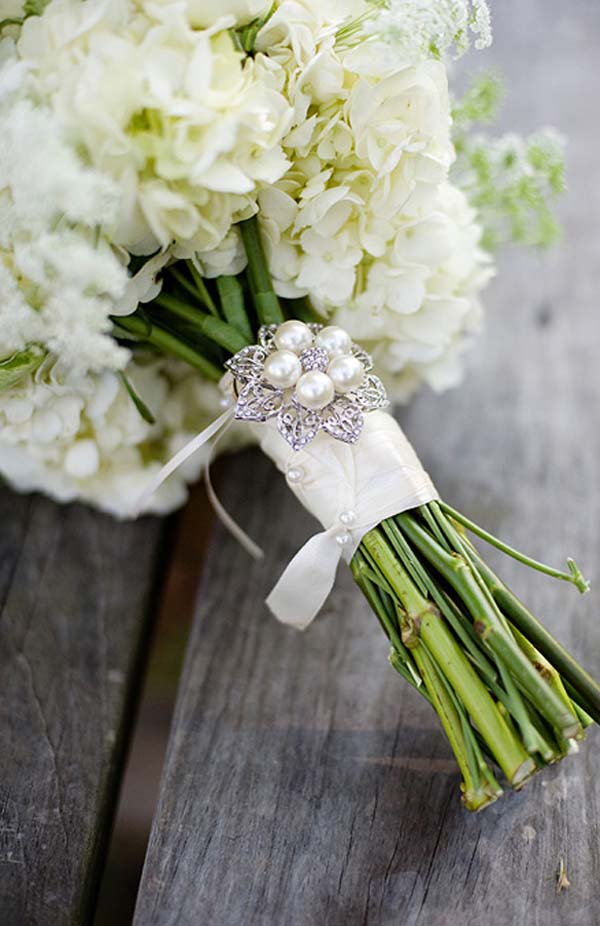 bridal bouquet with pearl brooch