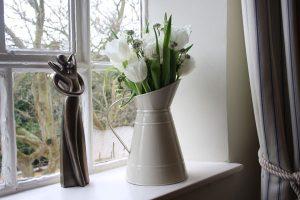 cream jug wedding table decorations