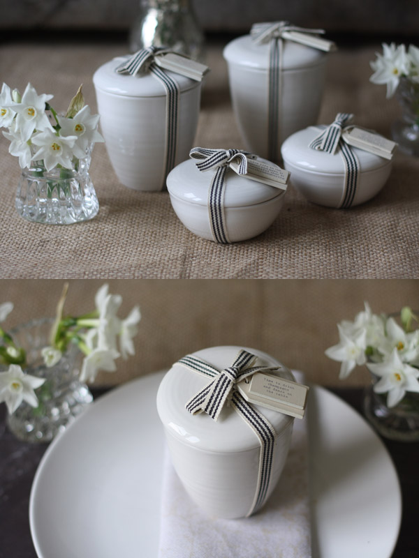 candles in white porcelain pots wedding favours