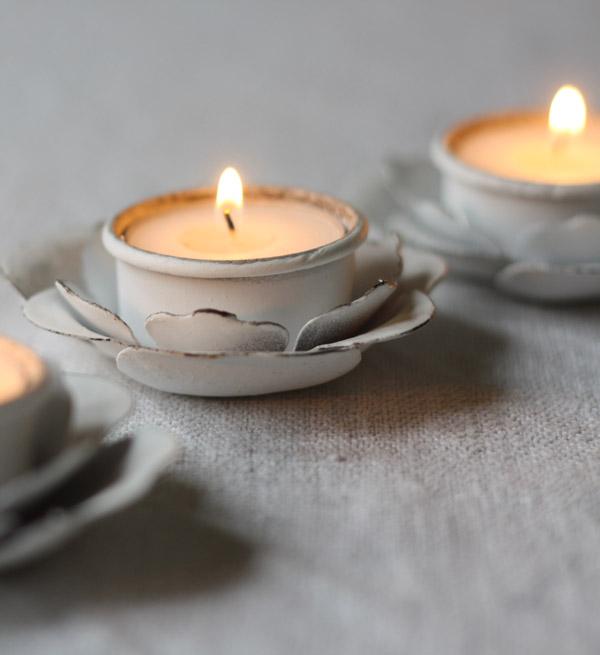 white flower tea light holders