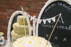 mini cake buting cake topper mr and mrs