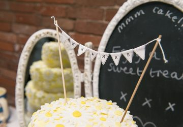 mini cake buting cake topper mr and mrs