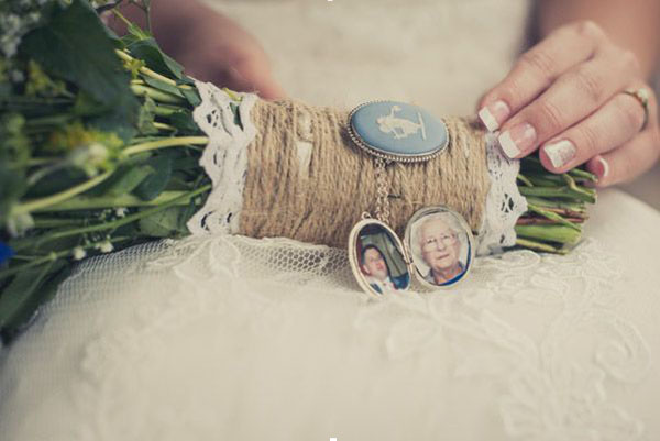 wedding bouquet wraps photos of loved ones family