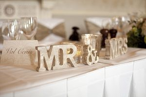 mr and mrs wooden sign wedding top table