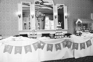 wedding candy bar just married hessian bunting (1)