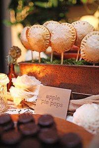 winter weddings apple pie pops