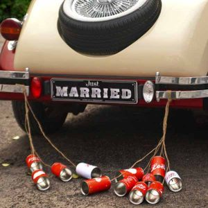 Tin cans to decorate wedding cars