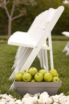 non floral aisle decoration ideas apples in wooden crates