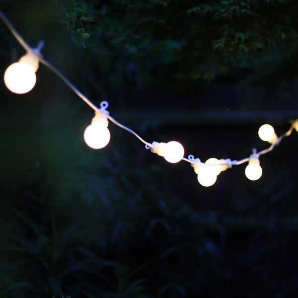summer wedding decoration ideas globe festivaal lights hanging around venue