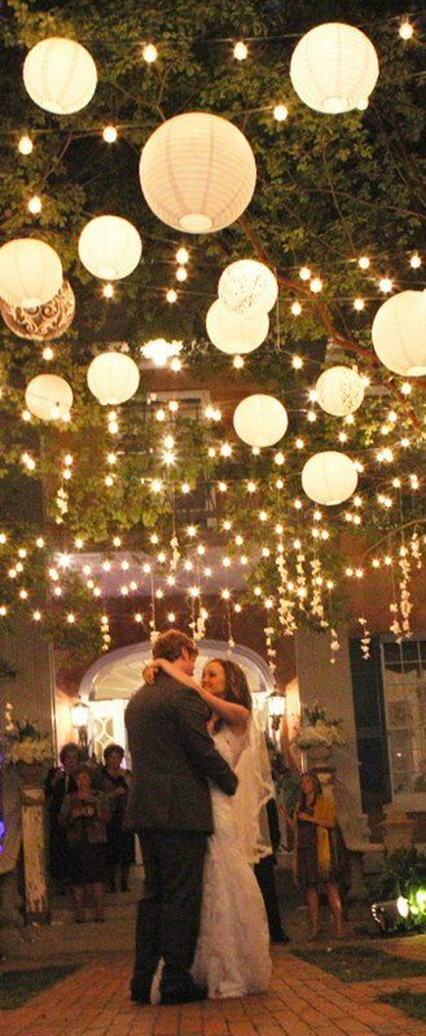 Wow factor wedding ideas without breaking the budget for Lighted wedding centerpieces ideas