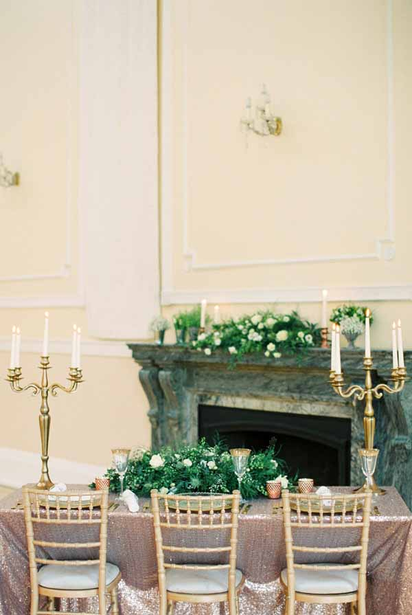 gold and bronze wedding table decoration ideas gold candelabra bronze glitter table cloths (3)