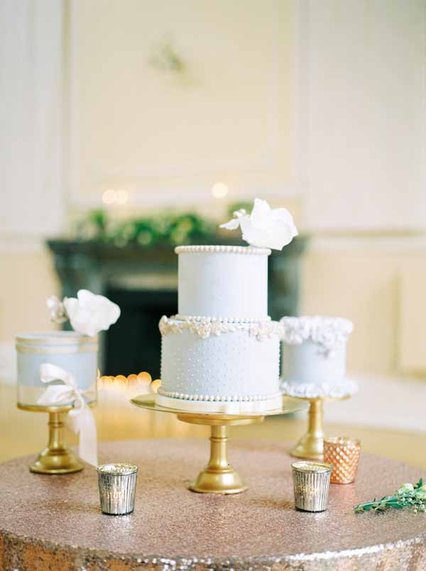 gold and copper wedding cake table glitter table cloth gold cake stands bronze tea light holders (1)