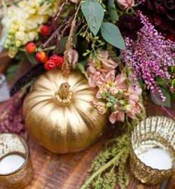 halloween wedding ideas - spray pumpkins gold