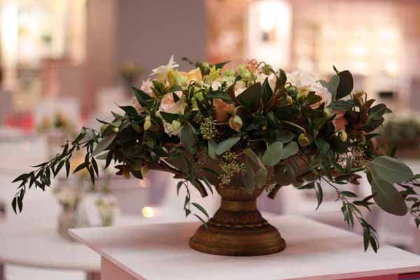 Wedding Centrepiece Urn Vase For Sale - Large gold urns for tables