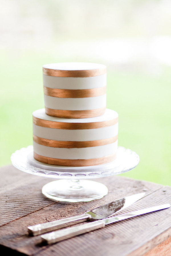 Gold wedding cake elegant design - metallic wedding ideas