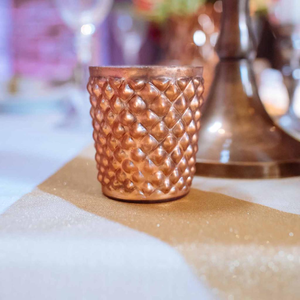 copper-metallic-tealight-holders-by-@theweddingomd-metallic-wedding-ideas