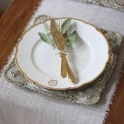 gold trays for place settings at wedding - metallic wedding ideas