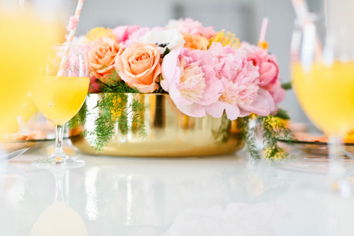 gold wedding centrepiece vase - metallic wedding ideas