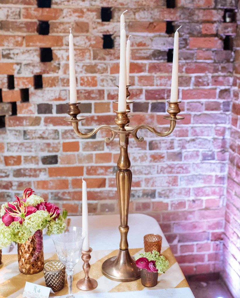 metallic-wedding-candelabra-centrepieces-by-@theweddingomd-metallic-wedding-ideas.