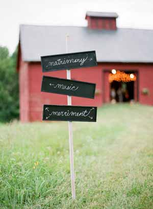 create a chalkboard sign post fr your wedding