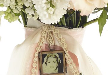 tiny photo frame for wedding bouquet available from @theweddingomd