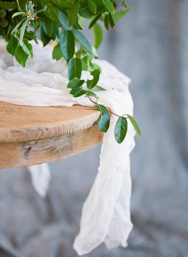 Beautiful white cotton table runners for weddings - creating rustic elegance (1)