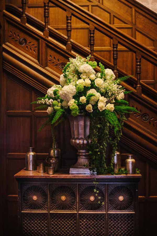 Gold urns, gold vases and bottles for wedding styling