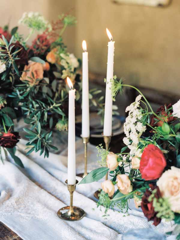 beautiful cotton table runners on guest tables at weddings create a feeling of rustic elegance (1)