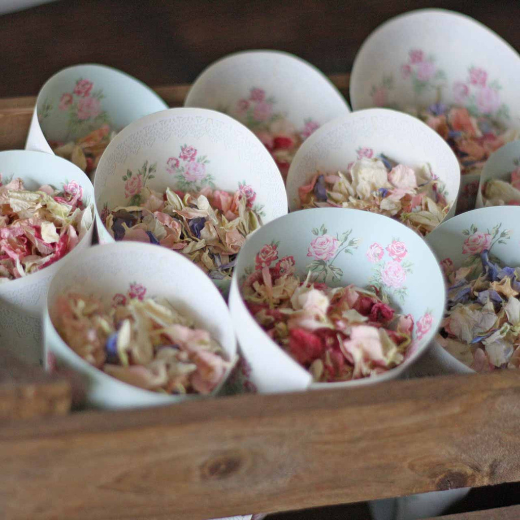 Pretty Floral Paper Confetti Cones – available from The Wedding of my Dreams @theweddingomd