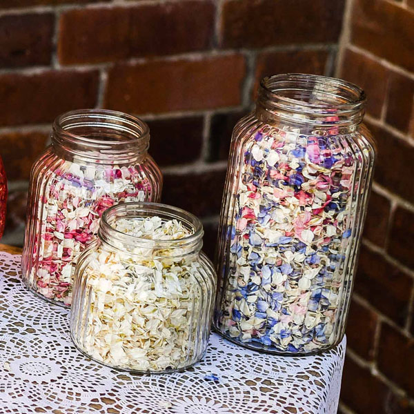 Biodegradable-wedding-confetti-in-jars