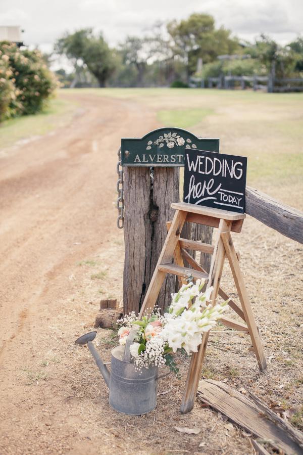 signs for wedding venue entrance stylemepretty.com - weareallstardust.com.au