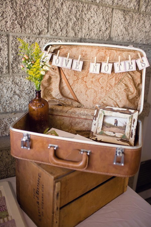 suitcases at your wedding stylemepretty-com-weheartphotography-com