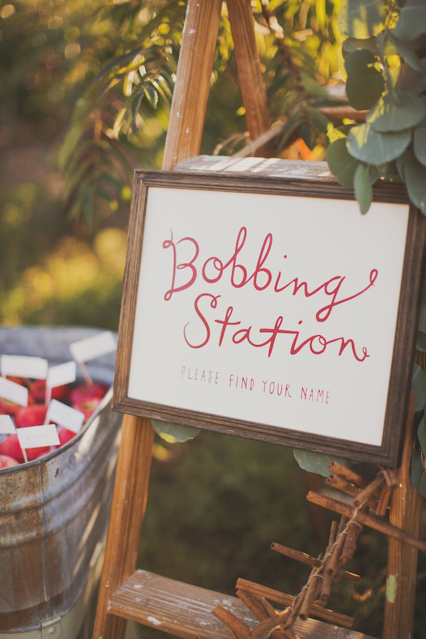 how to style a bonfire night wedding ruffledblog-com-nessakphotography-com