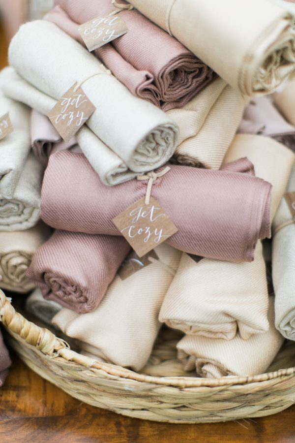 wedding favours for winter weddings theknot-com-hellolovephoto-com