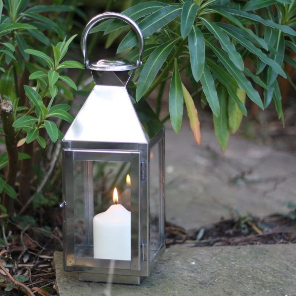 lovely_silver_lantern_for_weddings_available_from_theweddingomd_1024x1024