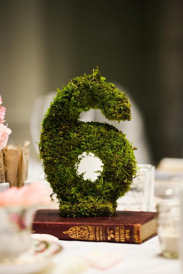 incorporate moss into your wedding decorations stylemepretty-com-abritandablonde-com