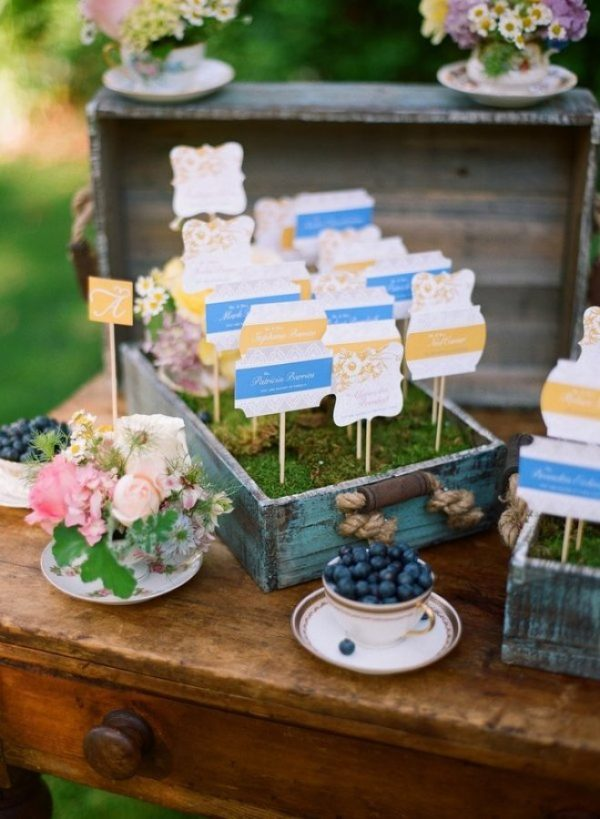 incorporate moss into your wedding decorations stylemepretty-com-jillthomasphotography-com