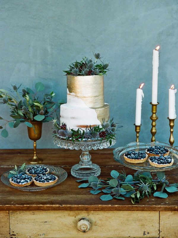 gold candlesticks wedding cake tables