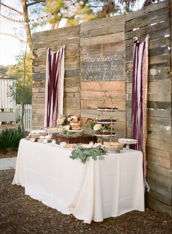 How To Create A Rustic Wedding Dessert Table - wooden backdrops