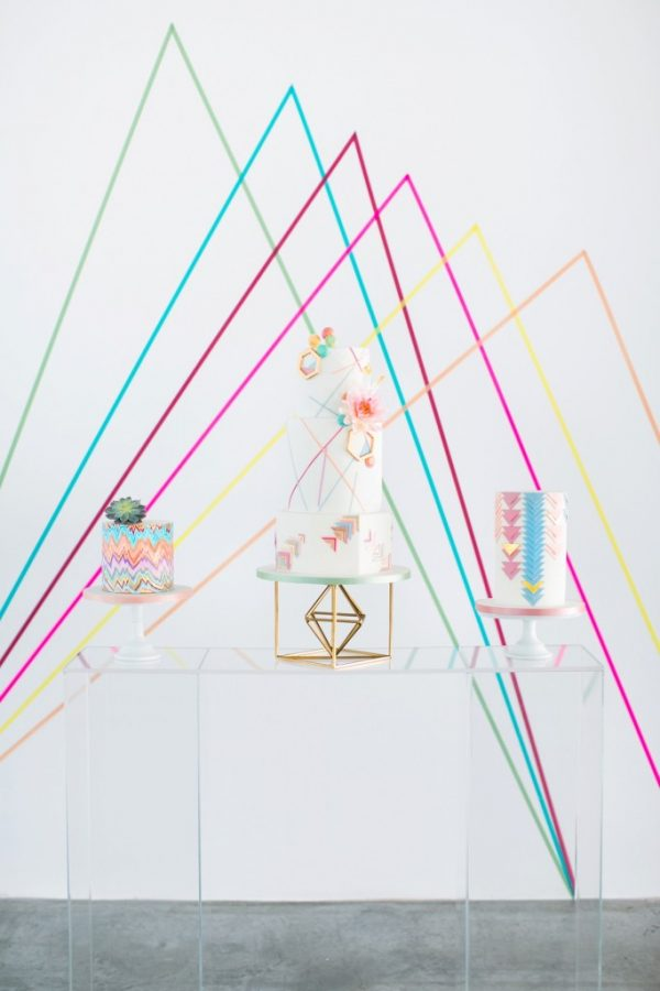 15 Creative Wedding cake table backdrops - Geometric lines