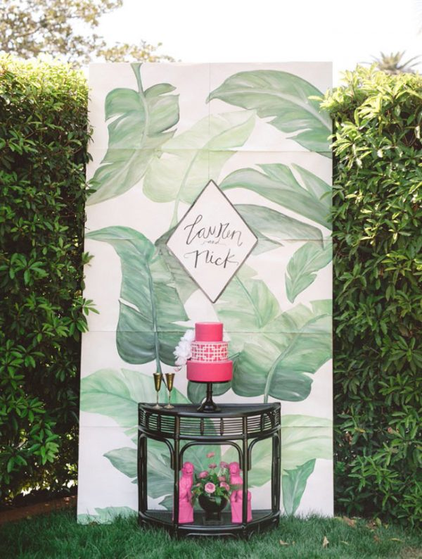 15 Creative Wedding cake table backdrops - Tropical theme