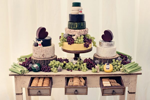 How To Create A Rustic Wedding Dessert Table http://mandycarter.pass.us/katieandian