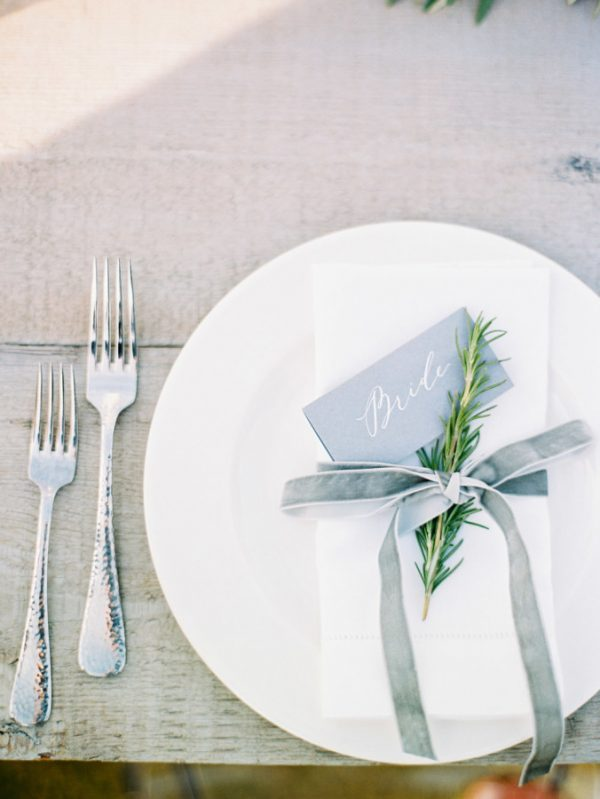 Elegant wedding place settings by @theweddingomd