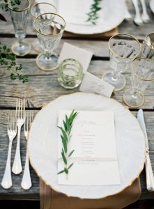 wedding place settings white and gold