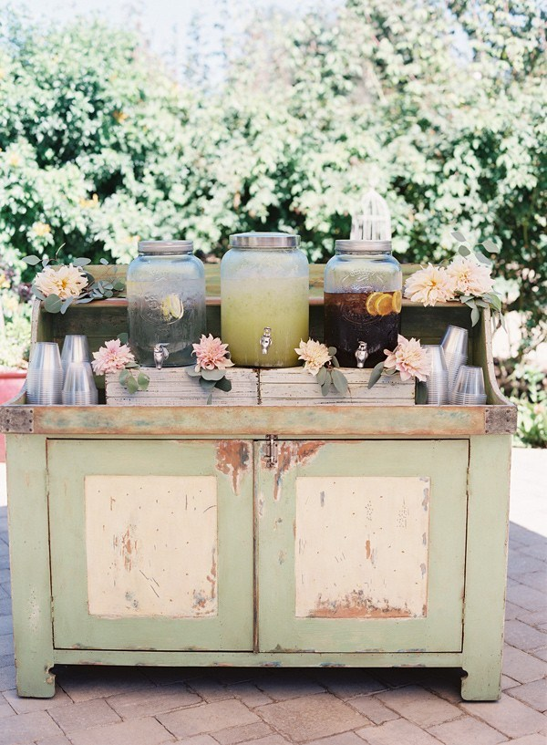 Spring Wedding Drink Station Inspiration weddingchicks.com - spottswoodphotography.com