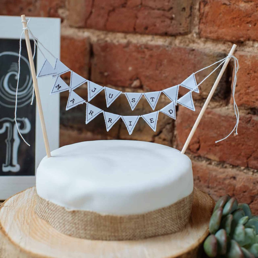 Top 10 Wedding Cake Table Decorations available to buy online from @theweddingomd Birmingham Wedding Photographer