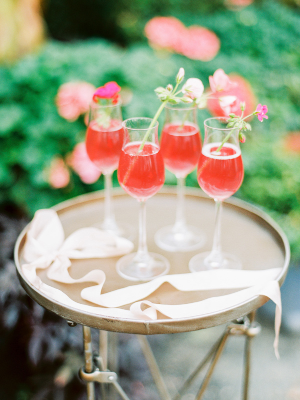 Spring Wedding Drink Station Inspiration Ruffled - photo by http://lovebyserena.com - http://ruffledblog.com/oatlands-plantation-wedding-inspiration
