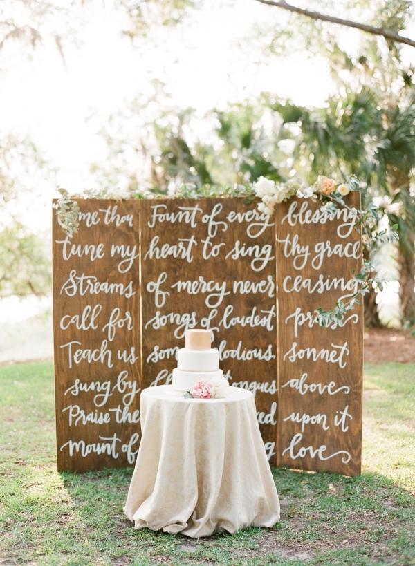 15 Wooden Pallet Wedding Ideaselizabethannedesigns.com - buffydekmarblog.com