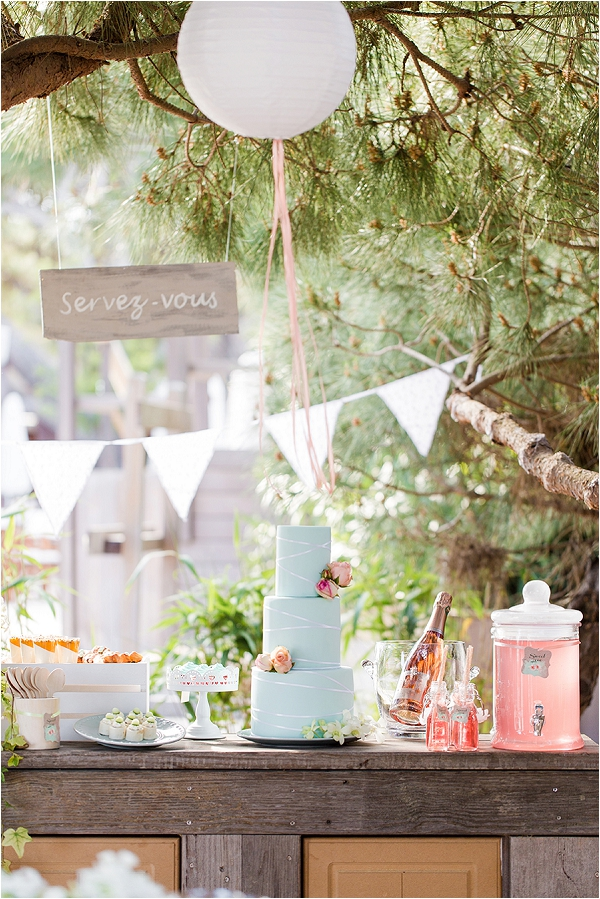 Summer Wedding Dessert Tables - Ideas and Inspiration frenchweddingstyle.com - studio-beecom.fr