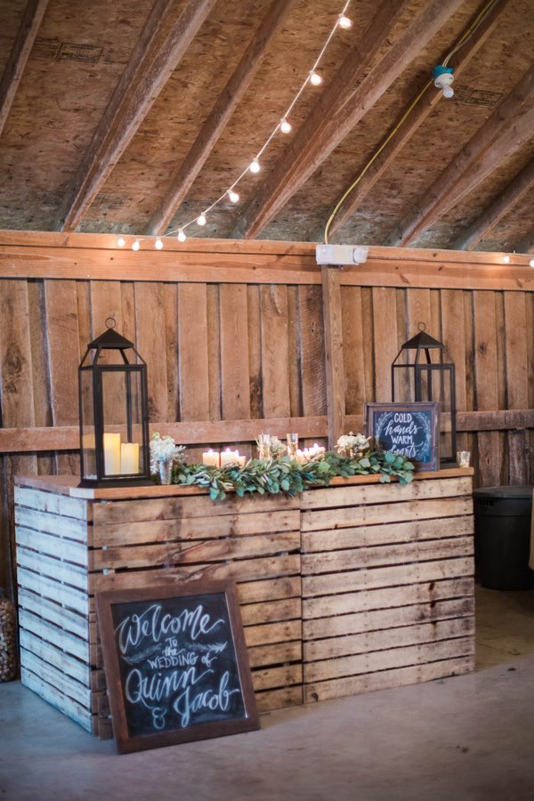 15 Wooden Pallet Wedding Ideas modwedding.com - confortiphoto.com